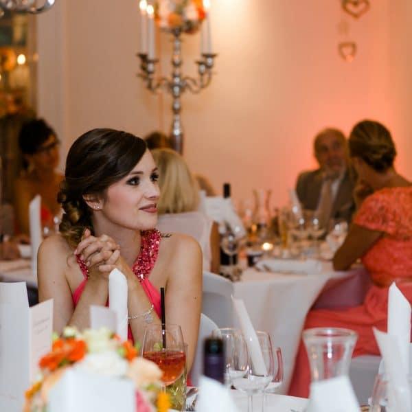 Gäste beim stimmungsvollen Dinner