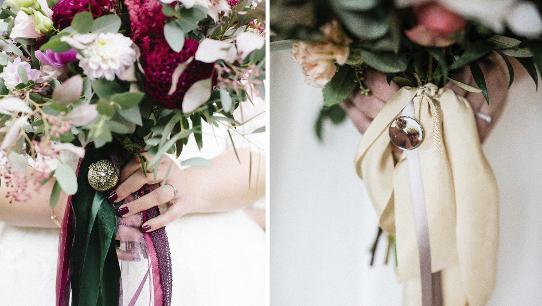 Wunderschöne und individuelle Brautsträuße, die bunt gemischt sind. Eine Sache die besonders auffällt ist, dass die Brautsträuße mit edlen Familien-Medaillons verziehrt wurden, die den Brautstrauß besonders machen. Gebunden wurden die Blumensträuße mit schönen und zarten Schleiern die den Strauß vollkommen machen.