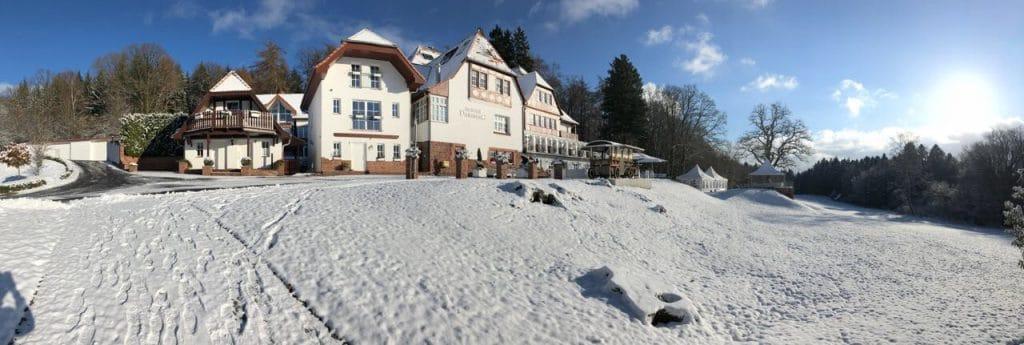 Hochzeit mit Ausblick vom hohen Darsberg im Schnee