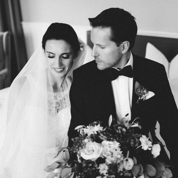 Brautpaar in der Hochzeitssuit von Hoher Darsberg