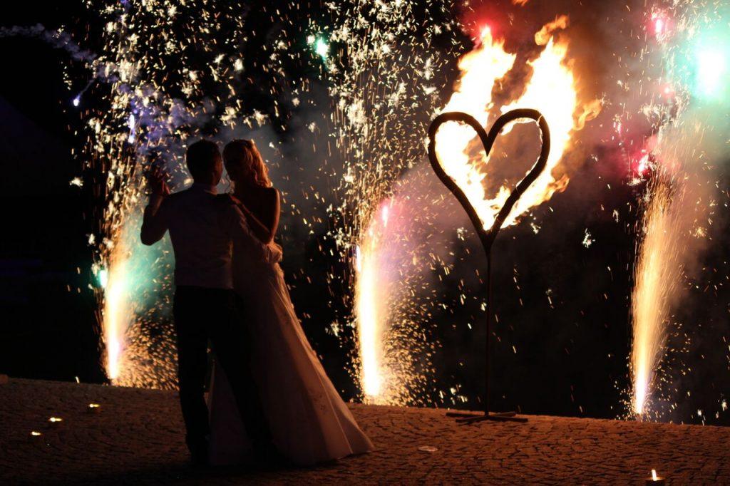 Das brennende Herz sorgt für Romantik auf eurer Hochzeit