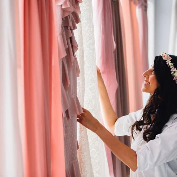 Braut bereitet sich auf Trauung vor