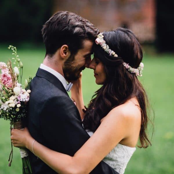 Intimer Schnappschuss vom Brautpaar
